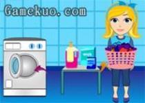 小女生洗衣服